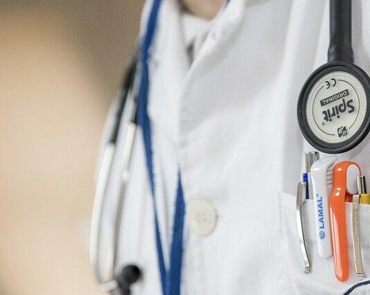 kasa fiskalna w gabinecie lekarza